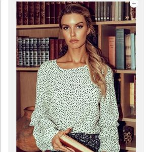 HP 🛍 Fifteen twenty RUCHED SLEEVE TOP blouse